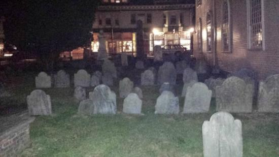 ghost-tours-of-newport